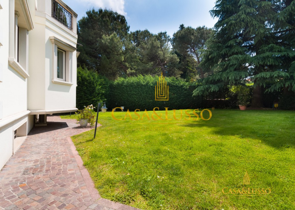 For Sale Villas Milan - Villa with private pool at close to  Milan city Locality