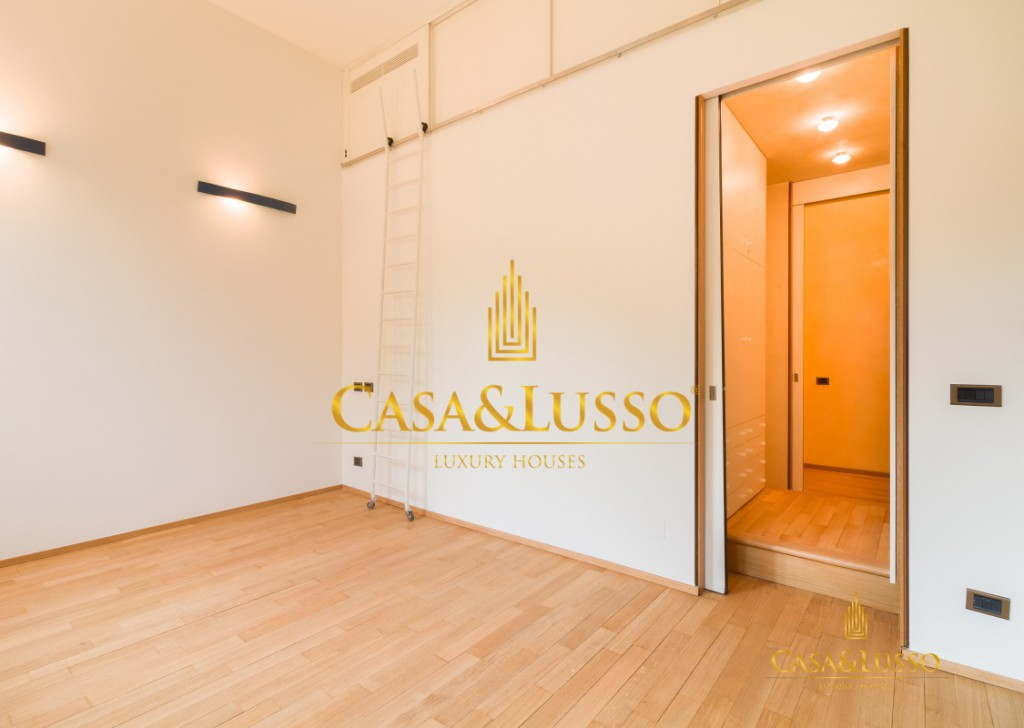 For Rent Apartments Milan - Large apartment in Viale Monte Santo Locality