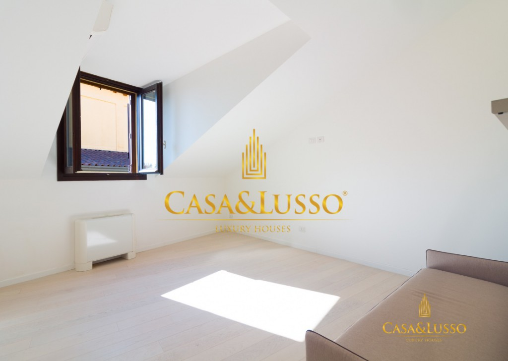 For Sale Penthouse Milan - Gracious Mansarda in Borromeo Square Locality