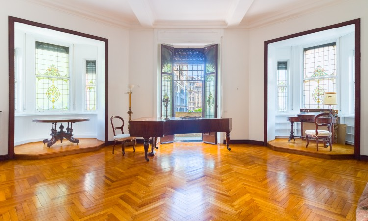 Piazza Duse, prestigious apartment in Liberty building / 170 sqmt.